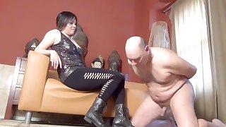 Dominatrix Mara Ballbusts Slave N as Castigation